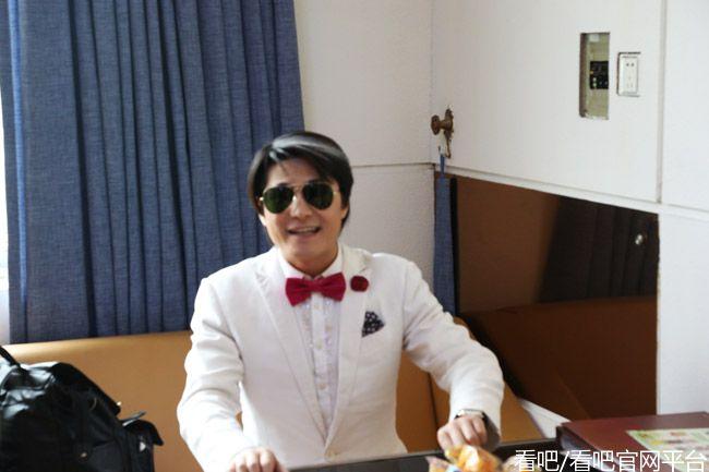 影视演员小星爷张世玉为看吧TV网络平台题字:都去看吧
