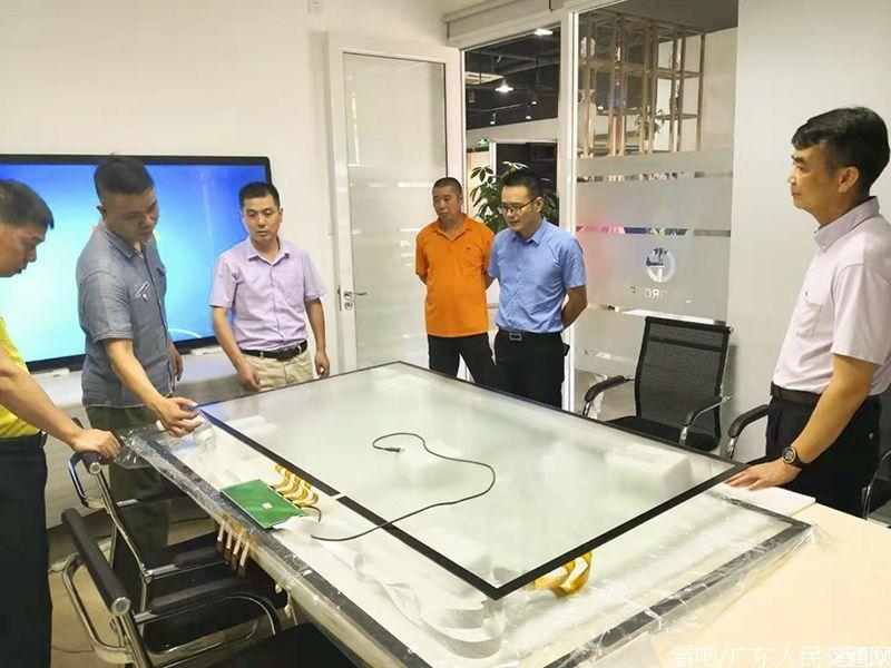 潜山驻深招商办李学文主任一行考察深圳高新技术企业