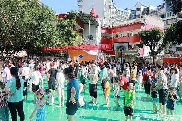 """重庆市涪陵兴华幼儿园开展""""庆国庆·泡沫狂欢""""亲子活动"""